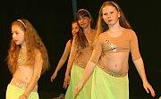 Divadlo patřilo dvanácté přehlídce orientálních tanců. Ženy ze skupiny Basma překvapily tanečním číslem na téma Marylin Monroe.