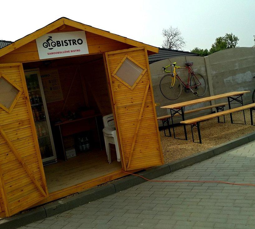 Bistro založené na důvěře turistů otevřeli nadšenci v Šatově.