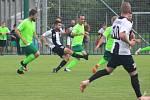 Fotbalisté Šatova (v zeleném) zakončili sezonu zápasem s Dobšicemi, kterým podlehli 1:4. Foto: Petr Hlucháň