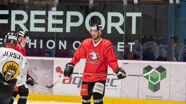 Hokejisté Znojma zahájili přípravu na ledu na další ročník v mezinárodní soutěži ICEHL. Zapojil se do ní i Dominik Tejnor (na snímku).