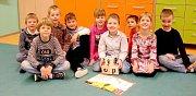 Žáci první třídy Základní školy Šumná. Třídní učitelkou je Hana Slabá.