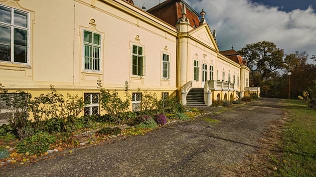 Emin zámek v Šanově poskytuje domov lidem sníženou soběstačností a duševními poruchami.