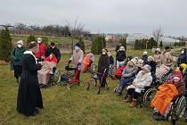Slavnostní setkání 8. prosince při žehnání kapličky. Foto: Petr Gritters