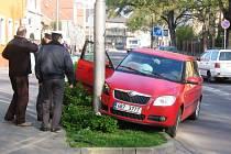 Z havarovaného auta už majitel stihl sundat označení autoškola.