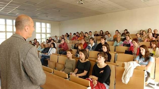 Posluchárna vysoké školy. Ilustrační foto.