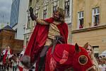 Druhým dnem vyvrcholilo v sobotu Znojemské historické vínobraní. . Diváky přitahovala mimo jiné tradiční historický průvod s českým králem Janem Lucemburským.