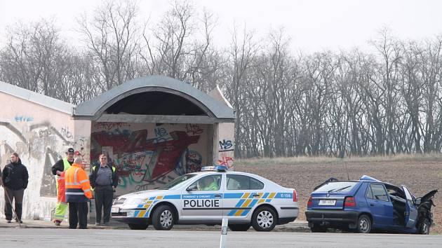 Ke smrtelné dopravní nehodě došlo ve čtvrtek krátce před sedmou hodinou ranní nedaleko Lechovic na oleksovické křižovatce.