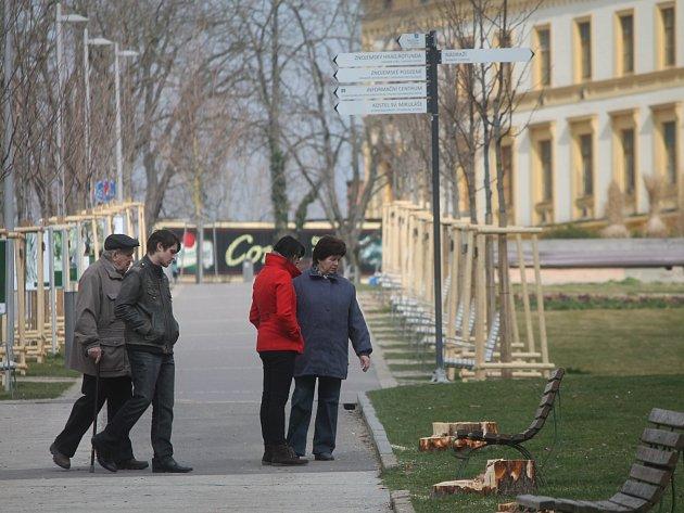 Řada obyvatel Znojma byla v neděli ráno překvapená z nového vzhledu Dolního parku.