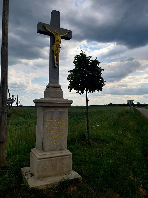 Neoralův kříž urozcestí Bojanovice – Boskovštejn.