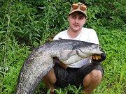 Mladý rybář Kamil Trnka s jedním ze svých úlovků.