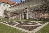 Zámek v Uherčicích se dočkal opravených zahrad a parků. Návštěvníci si je prohlédnou v neděli při příležitosti akce Otevřené zahrady.