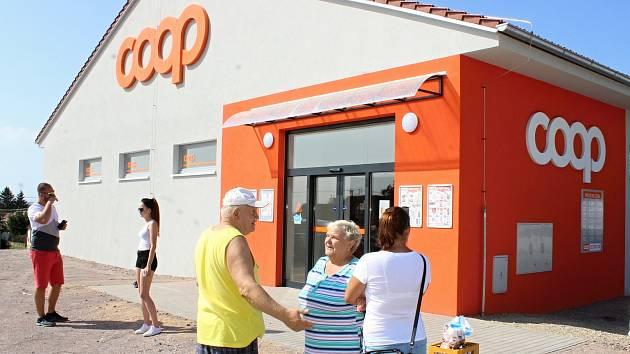 V Dyjákovicích mají novou prodejnu družstva Coop. S moderními úspornými technologiemi. Jde o pilotní projekt společností E.on a Coop v České republice.