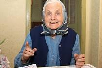 Irena Schwarzová ze Žerotic na Znojemsku letos oslaví osmdesátiny. Lidé ji znají jako lidovou kreslířku a nezdolnou optimistku.