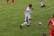 Fotbalisté Tasovic (v bílém) v sobotu porazili tým Startu Brno 1:0.