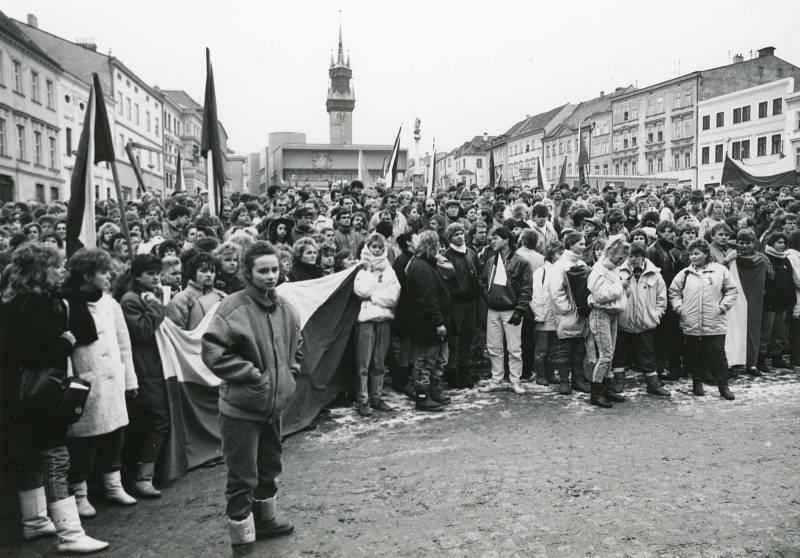 Generální stávka ve Znojmě 27. listopadu 1989. Foto: archiv Petra Žáka