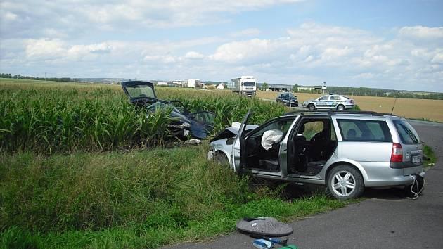 Při nehodě na Znojemsku zemřeli dva lidé, tři se zranili.