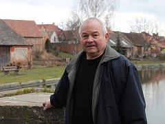 Vesnici Rybníky vede druhým rokem pětašedesátiletý starosta Josef Krejčí.