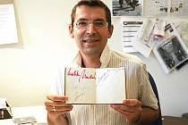 Znojemský moderátor, publicista, fotograf a vášnivý sběratel autogramů Daniel Rubeš.