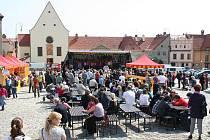 Velikonoční trhy začaly v pondělí na Masarykově náměstí.