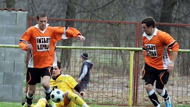 Vlastní branka znojemského Inzert Expresu pomohla fotbalistům Moravského Krumlova k vítězství 1:0.