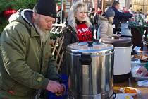 Sedmá znojemská Štědrovka přilákala stovky lidí a pro znojemskou charitu přinesla 25 tisíc korun.
