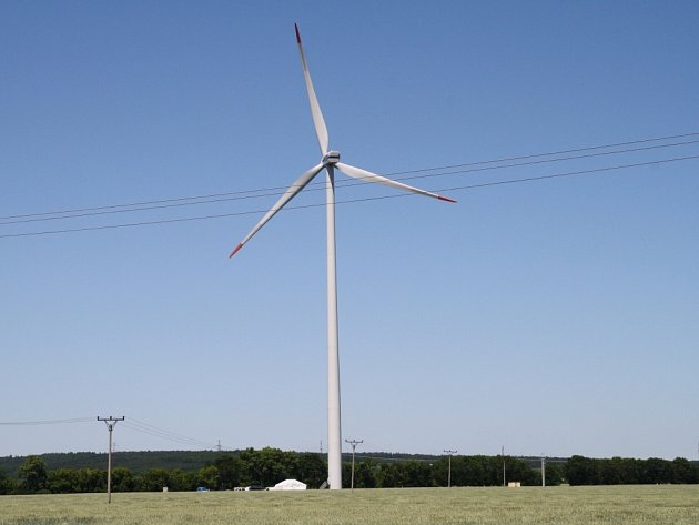 Světový den větru oslavili v sobotu na  větrné elektrárně v Banticích. Lidé mohli nahlédnout a dozvědět se zajímavosti o výrobě elektřiny. Den otevřených dveří navštívily desítky lidí.