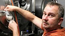 Věnoval se výrobě špičkového vína, dnes se Tomáš Hájek učí vařit pivo.