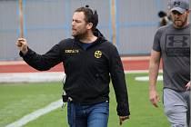Pětatřicetiletý trenér amerických fotbalistů Znojmo Knights Radim Pařízek dovedl klub k titulu a postupu.