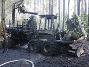Požár vyvážecí soupravy John Deere 1110 D v Rozkoši.