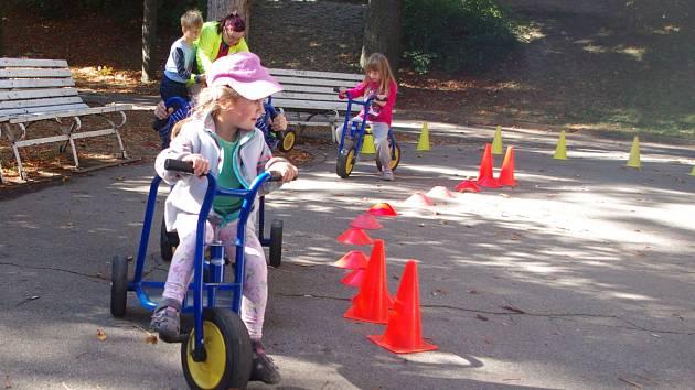 Tradiční Den bez aut oslavily i letos zejména děti ve znojemském Horním parku a na Komenského náměstí.