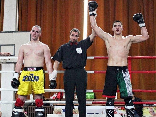 Vasil Ducár vpravo jako vítěz.