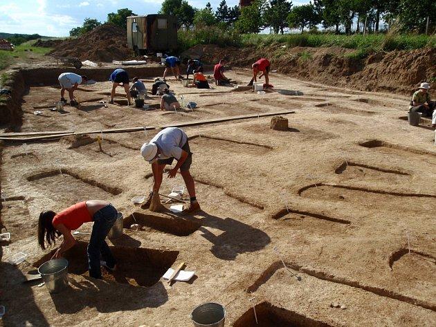 Archeolog Bohuslav Klíma nalezl na Hradišti u Znojma stovku hrobů z doby Velkomoravské říše.