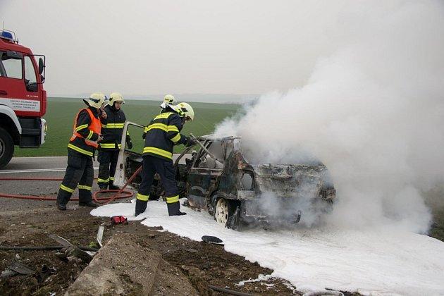 Havárie na silnici I/53 si vyžádala vneděli časně ráno hned čtyři lidské životy.