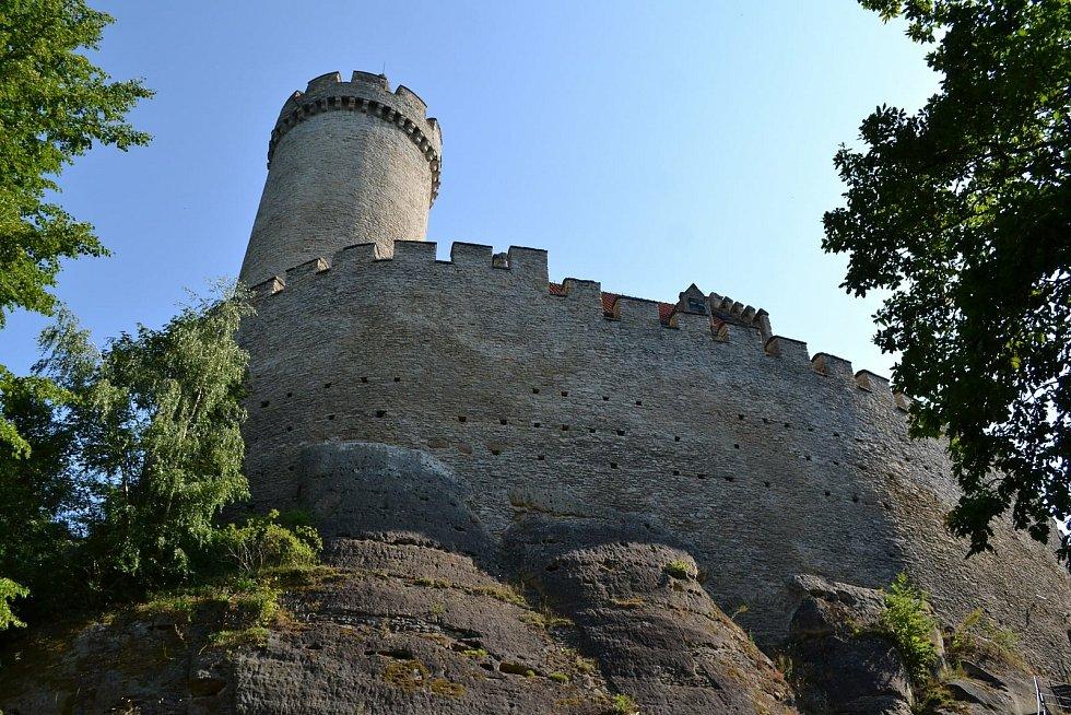 Kokořín láká atmosférou středověkého hradu.