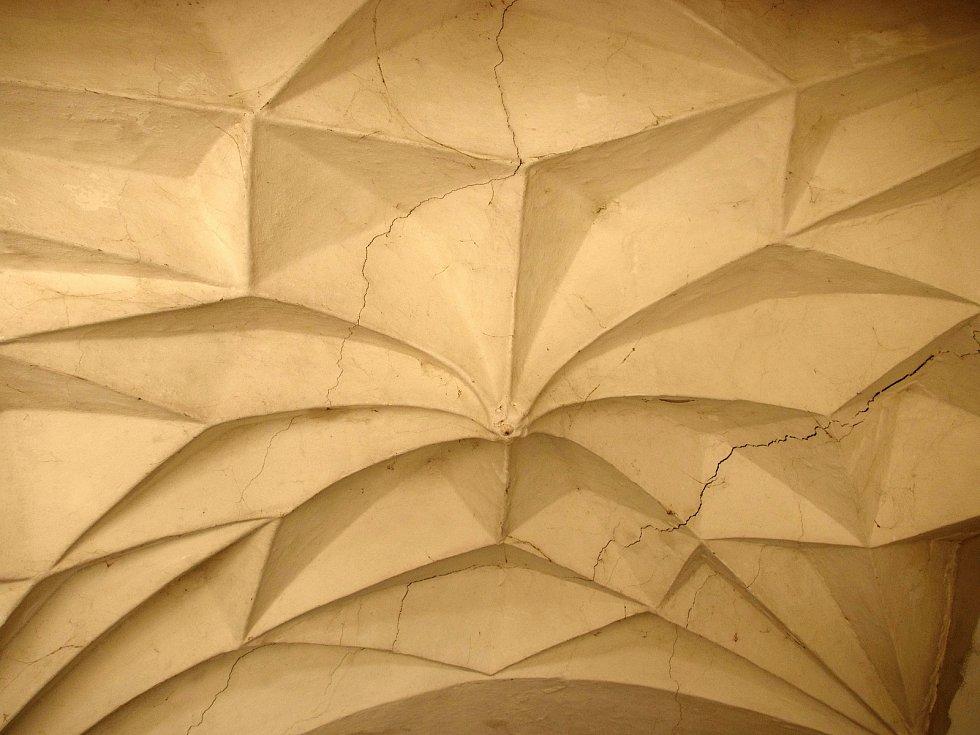 K nejcennějším stavebním prvkům v domě patří sklípková klenba v mazhauzu.