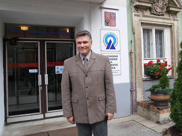Ředitel Obchodní akademie ve Znojmě Karel Rivola.