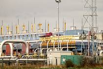 Z bývalé kompresní stanice u Hostimi bude logistické centrum. Potrubí má do budoucna zmizet.