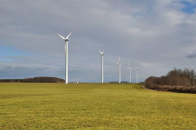 Největší park větrných elektráren se nachází v blízkosti Břežan