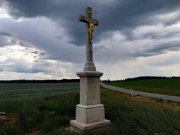 Málkův kříž při silnici do Boskovštejna.