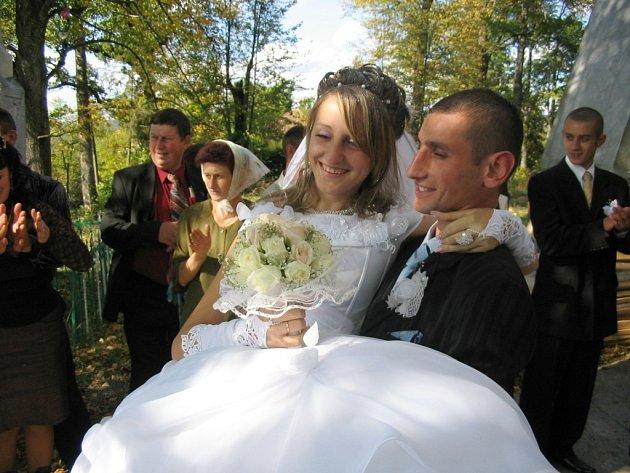 Svatba devatenáctileté Viki na Ukrajině