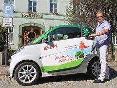 Hrušovanská radnice testuje elektromobil Smart.