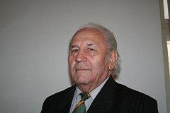 Když se vysloví mezi politiky, fotbalisty nebo rybáři jméno Josef Moravec, všichni v tu ránu ví, o koho jde.