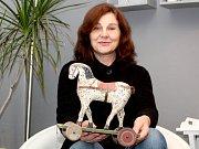 Marie Maderová sbírá staré dřevěné tahací hračky. Má jich již tisíc.
