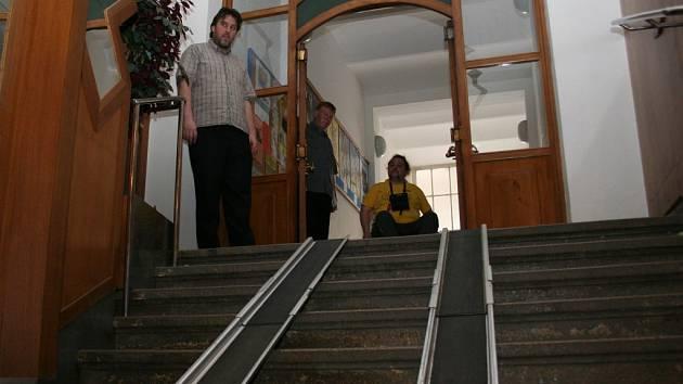 Prudké schody. Kino Svět.