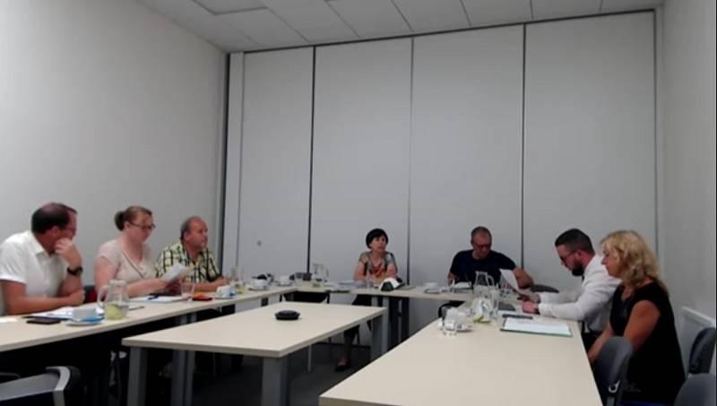 Veřejného projednávání kvůli výstavbě velkokapacitního vepřínu ve Štítarech na Znojemsku se účastnili zástupci Jihomoravského kraje.