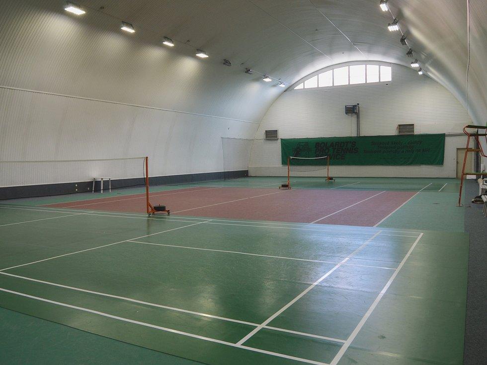 Sportovní hala u zimního stadionu v Dvořákově ulici.