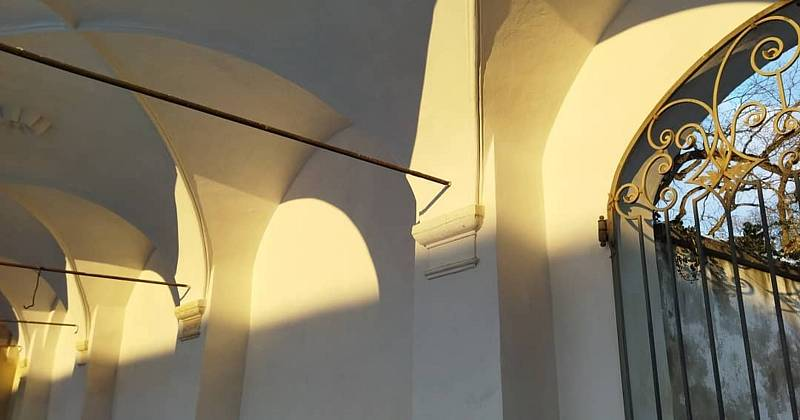 Obnova Státního zámku Uherčice na Znojemsku. Arkády na nádvoří.