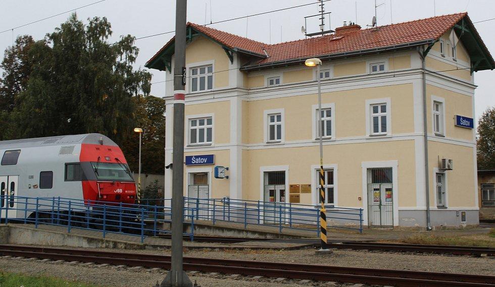 Budova stanice patří SŽDC a je opravená.