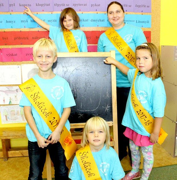 Žáci 1.C Montessori třídy ZŠ Prokopa Diviše ve Znojmě – Příměticích spaní učitelkou Martou Petříkovou.