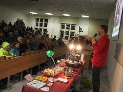 Přednáška cestovatele a propagátora hmyzí kuchyně Davida Švejnohy na znojemském festivalu Cesty světem.